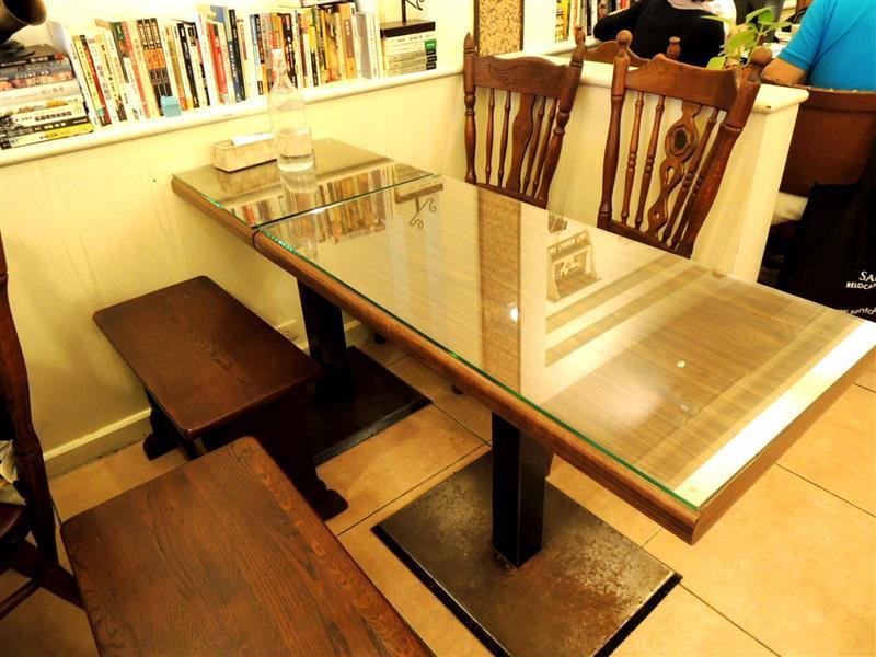 Amin's book & cafe010.jpg
