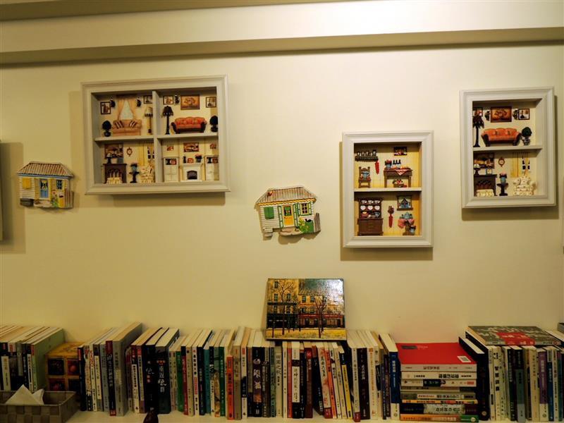 Amin's book & cafe015.jpg