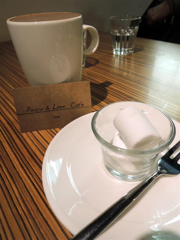 Peace & Love Cafe 052.jpg