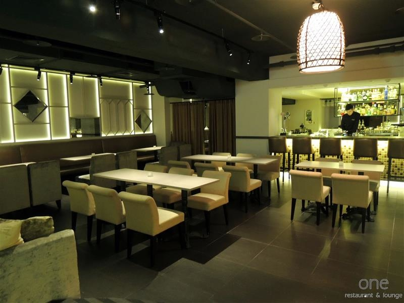 One Restaurant & Lounge 006.jpg