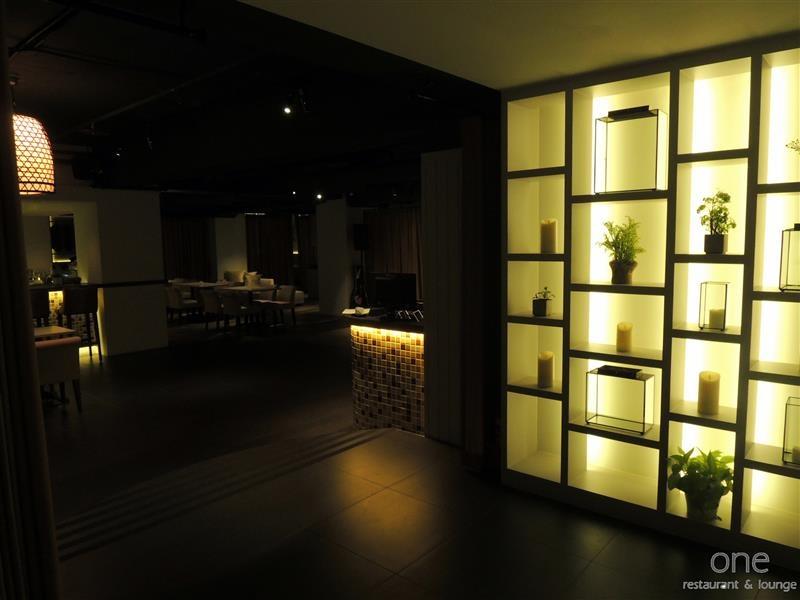 One Restaurant & Lounge 005.jpg