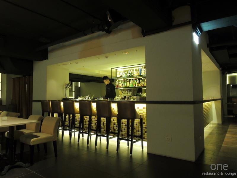 One Restaurant & Lounge 009.jpg