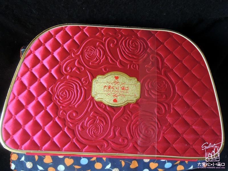 大黑松小倆口 玫瑰花園 喜餅禮盒 001.jpg