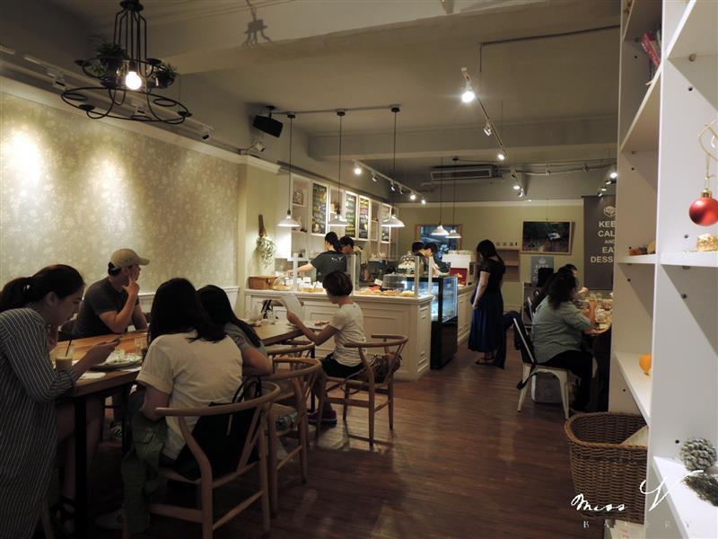 Miss V Bakery 004.jpg