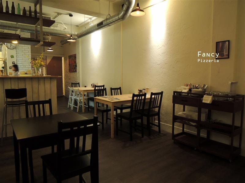 Fancy pizzeria 006.jpg