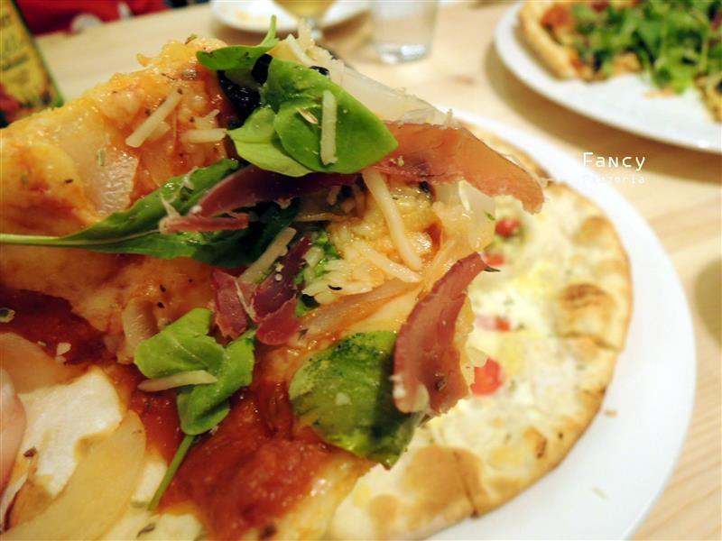 Fancy pizzeria 055.jpg