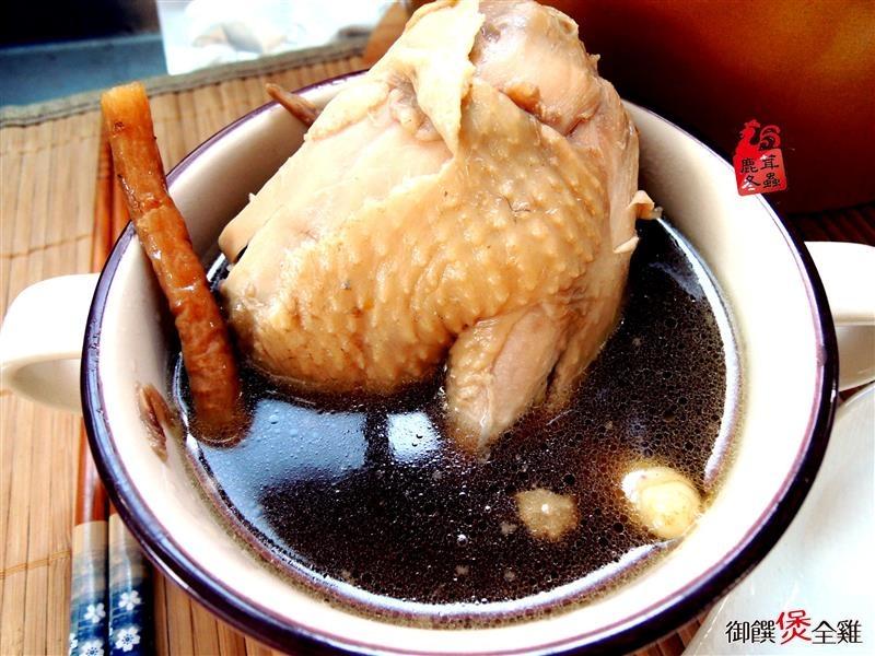 鹿茸冬蟲御饌煲雞湯 023.jpg