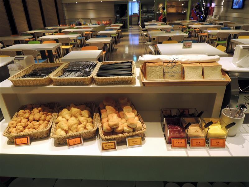 Green World Hotel ZhongHua 洛碁中華大飯店 074.jpg