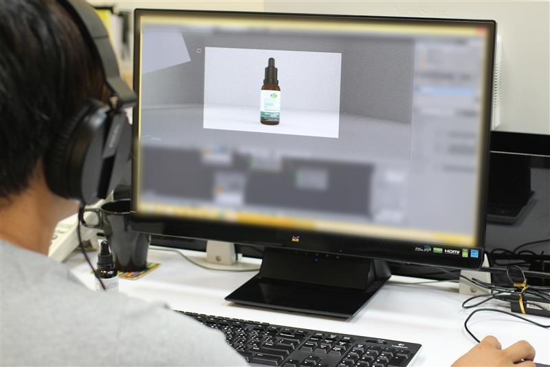 動畫師正在製作產品的動畫.JPG