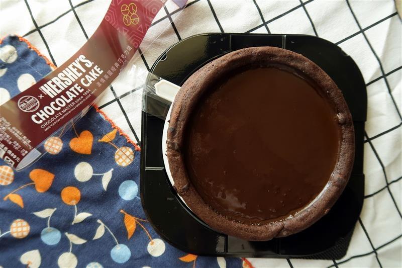 全聯xHershey's 經典巧克力菠蘿泡芙 濃情美國經典巧克力燒012.jpg