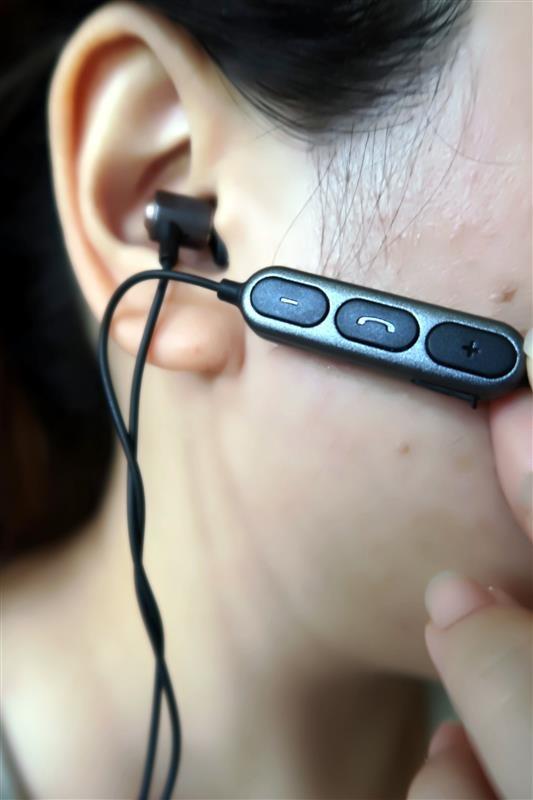 E-books S88 藍牙4.2極致音感鋁製入耳式耳機 038.jpg