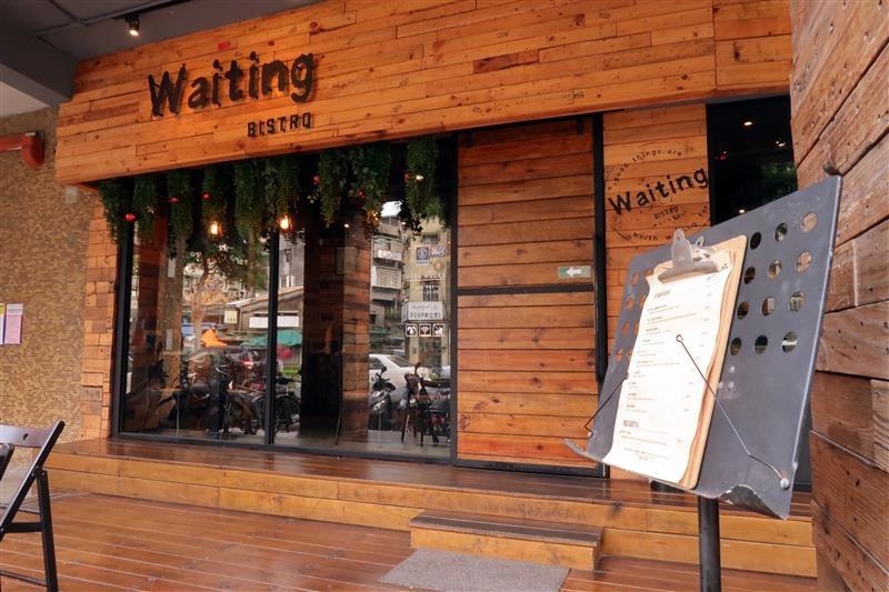 waiting bistro 002.jpg