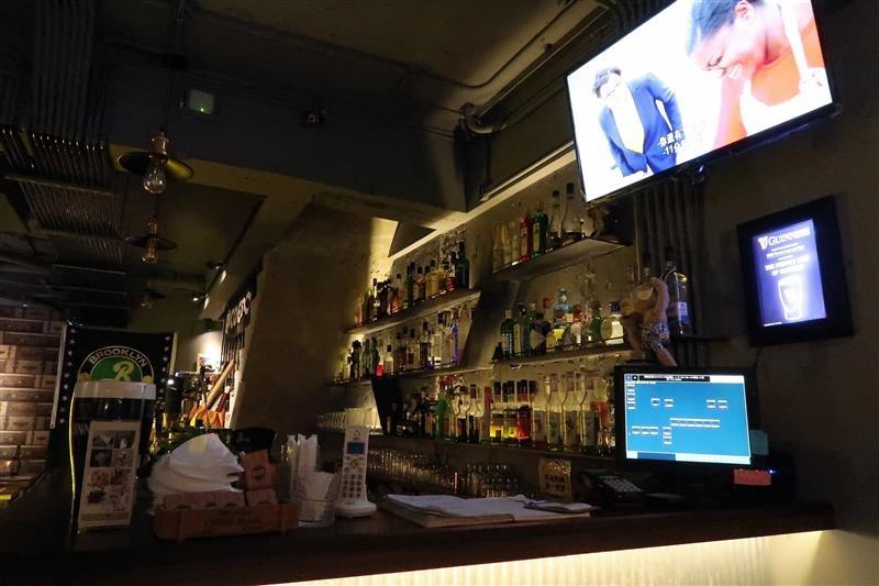 h&w restaurant and bar 004.jpg