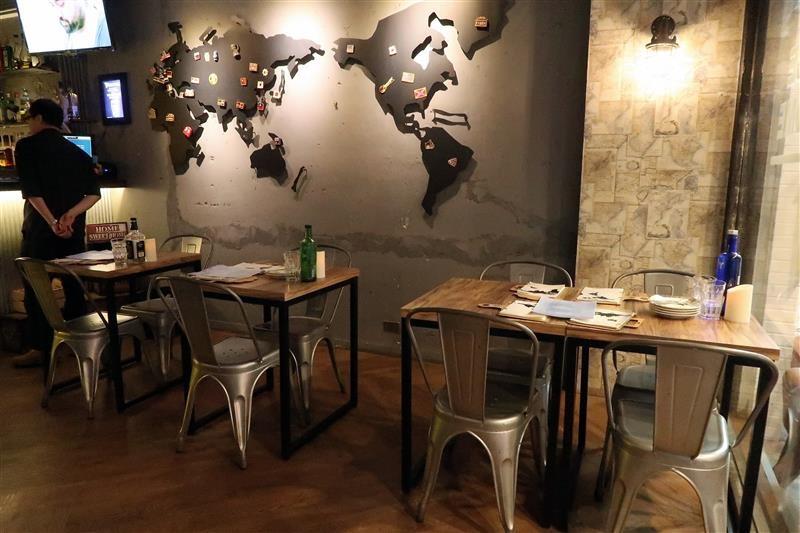 h&w restaurant and bar 001.jpg