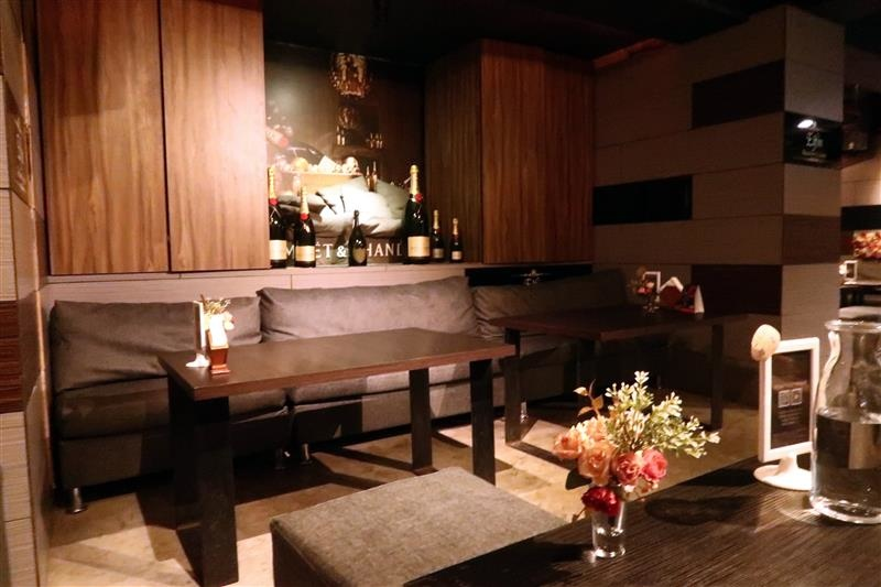 Elfin restaurant & lounge 003.jpg