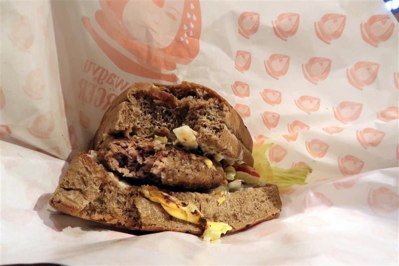 j.j.wagyu burger 014.jpg