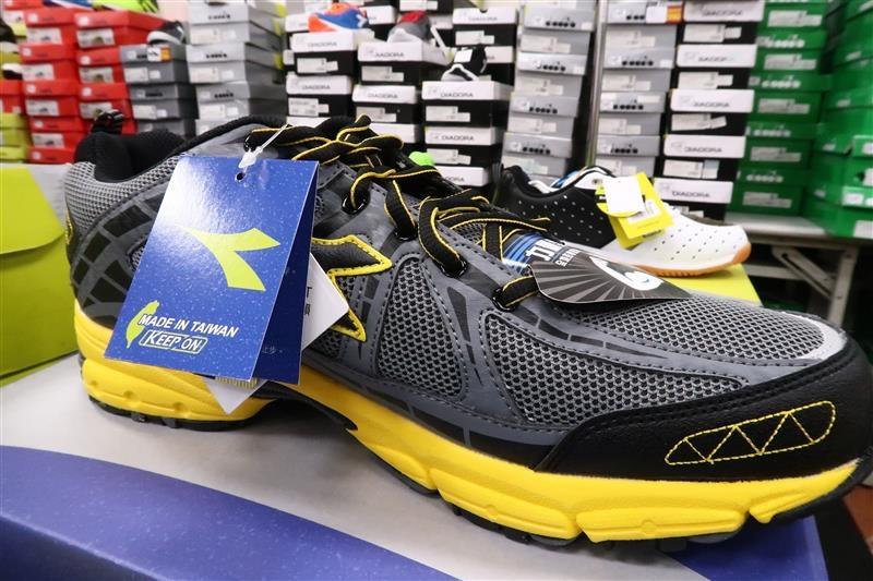 內湖球鞋拍賣  FILA童鞋 032.jpg