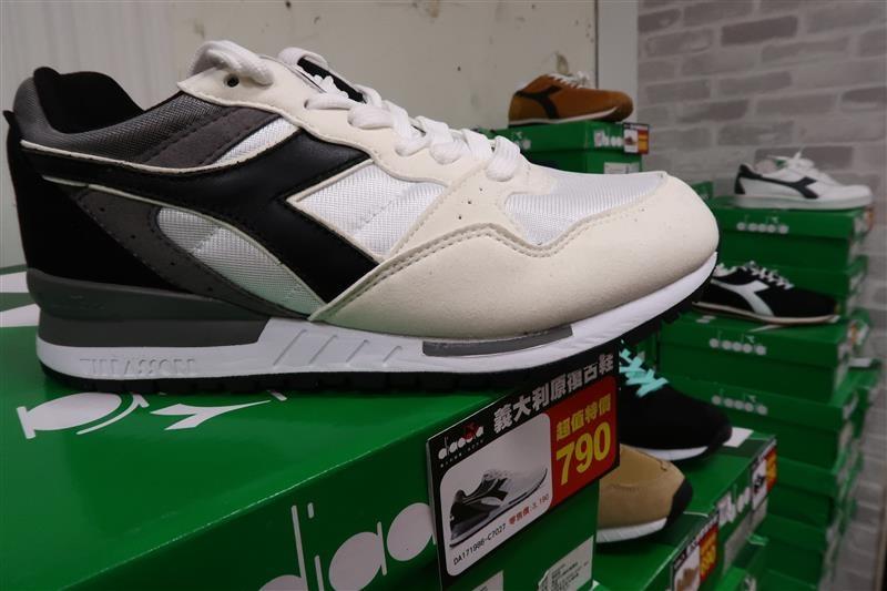 內湖球鞋拍賣  FILA童鞋 035.jpg