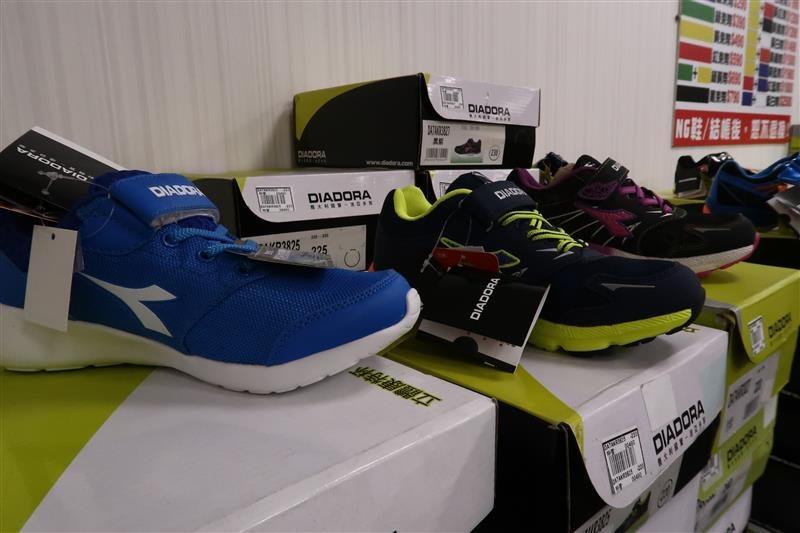 內湖球鞋拍賣  FILA童鞋 113.jpg