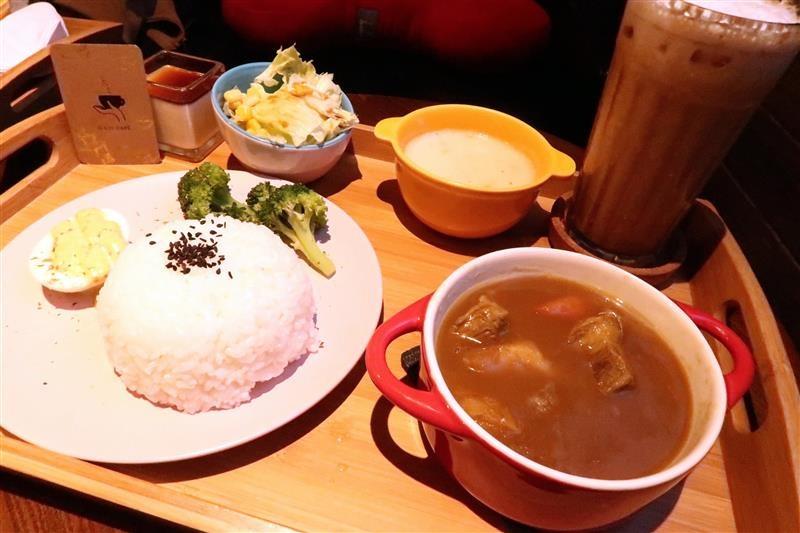 O.L.O CAFE 023.jpg