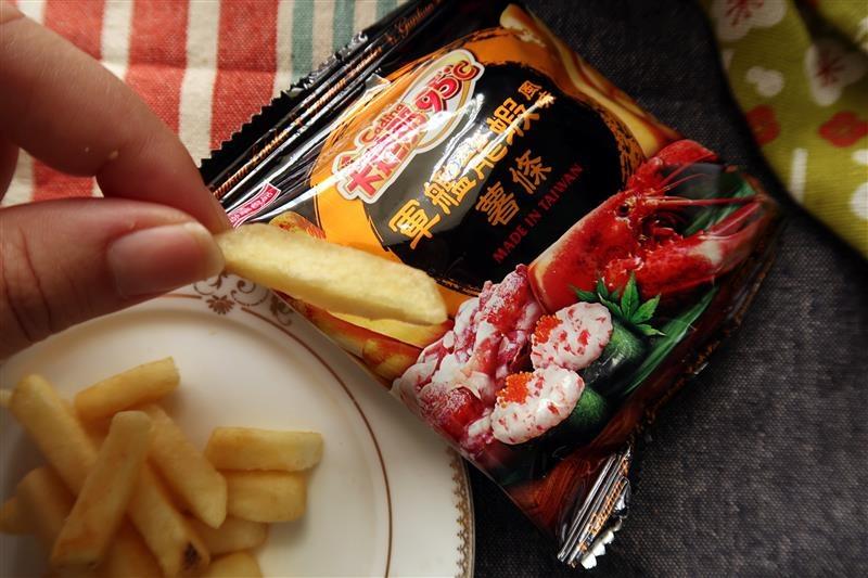 卡迪那95℃薯條 炙燒和牛風味  軍艦龍蝦風味011.jpg