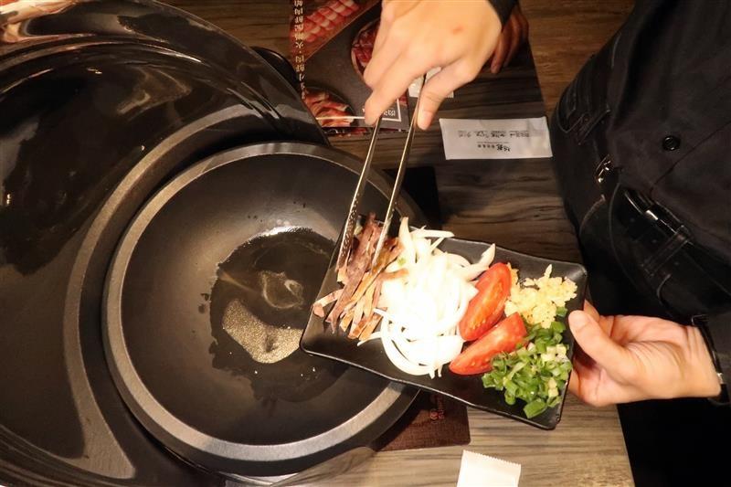 肉多多 新店 299 石頭火鍋 025.jpg