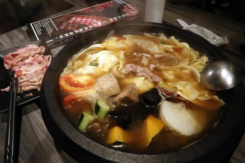 肉多多 新店 299 石頭火鍋 040.jpg