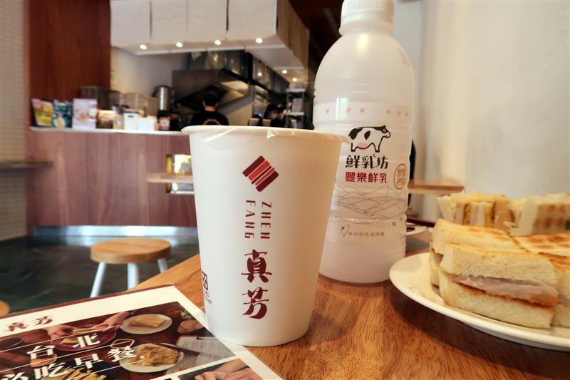 台北必吃早餐 真芳炭烤土司  036.jpg