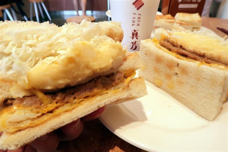 台北必吃早餐 真芳炭烤土司  059.jpg