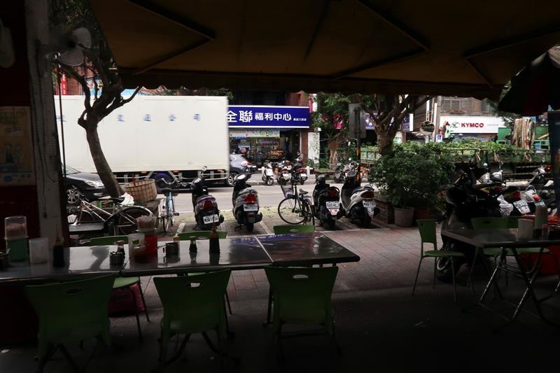 新店早餐 姑媽早餐 發麵餅 003.jpg