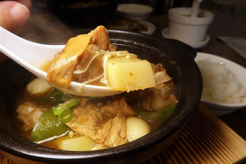 南龍麵屋 黃悶雞飯 牛肉麵 027.jpg