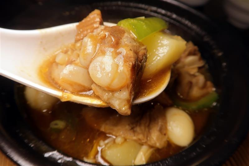 南龍麵屋 黃悶雞飯 牛肉麵 032.jpg