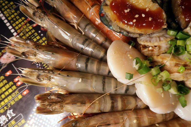 板橋燒肉吃到飽 燒肉殿 板橋耶誕城025.jpg