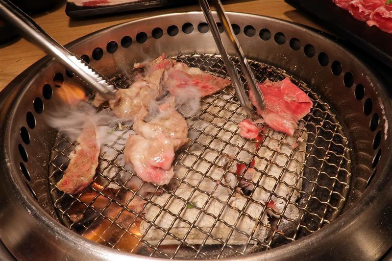 板橋燒肉吃到飽 燒肉殿 板橋耶誕城032.jpg