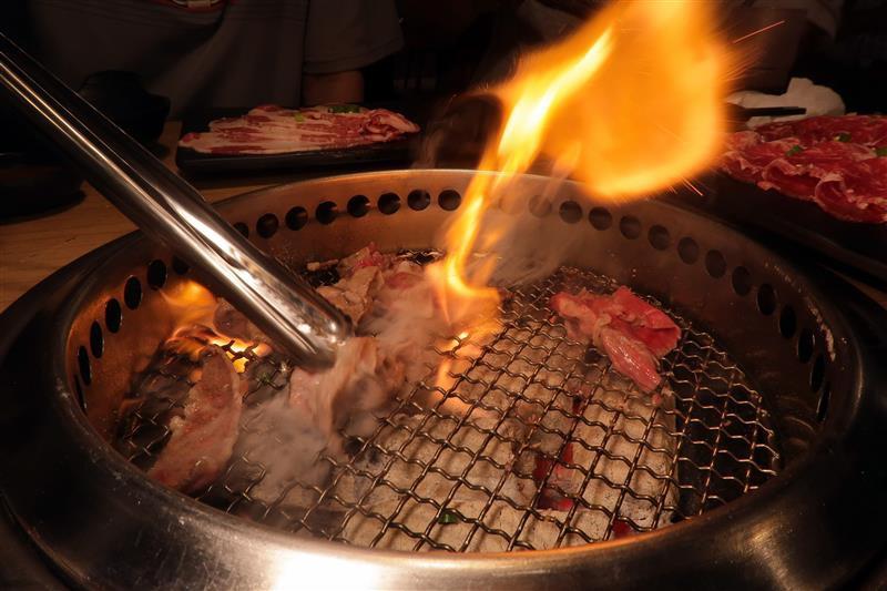 板橋燒肉吃到飽 燒肉殿 板橋耶誕城033.jpg