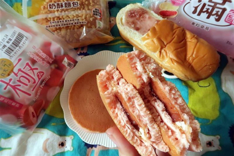 全家7折 草莓起司鬆餅 滿餡 014.jpg