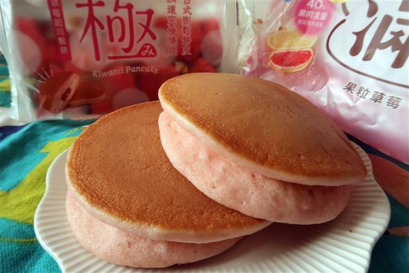 全家7折 草莓起司鬆餅  滿餡 010.jpg
