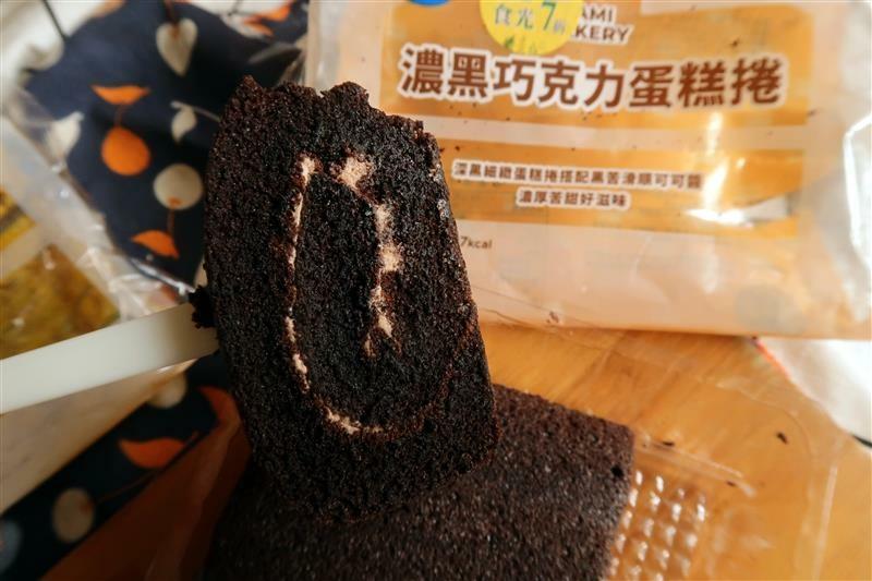全家 友善時光 7折  巧克力堡 巧克力捲 (12).jpg