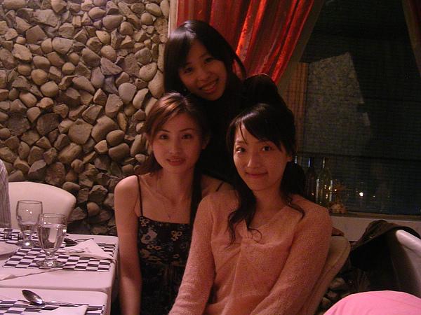 2005法義人文餐廳慶生.JPG