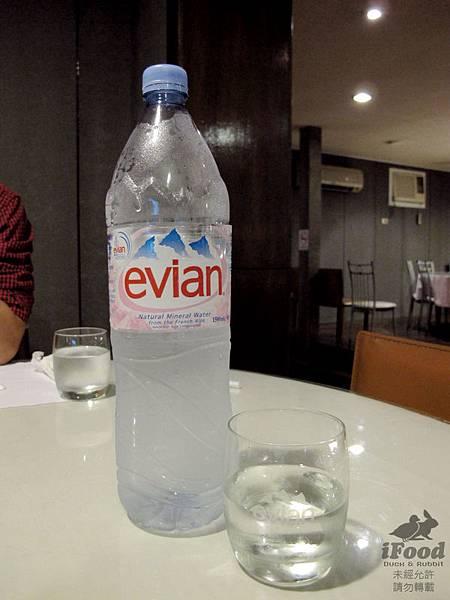 00_Evian 礦泉水.JPG