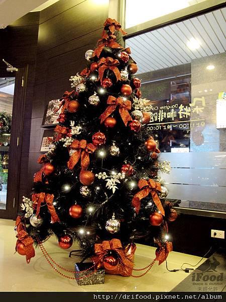 聖誕節店內一景-2.JPG