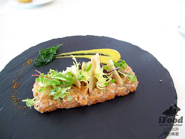 02_Salmon and Oyster Tartare Mango and basil coulis, micro salad-2