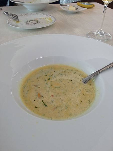 03_Lightly Curried Mussel Veloute Coriander crème and vegetable brunoise-2