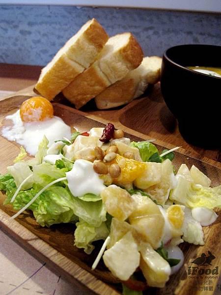 01_栗子濃湯+蔬菜沙拉+牛奶土司-2.JPG