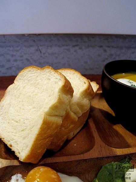 01_栗子濃湯+蔬菜沙拉+牛奶土司-4.JPG