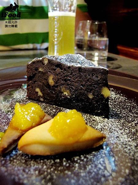 06_布朗尼蛋糕佐烤餅乾芒果醬-1.JPG