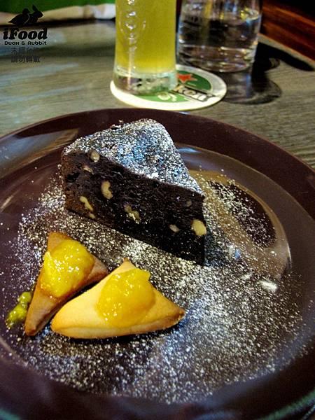 06_布朗尼蛋糕佐烤餅乾芒果醬-2.JPG
