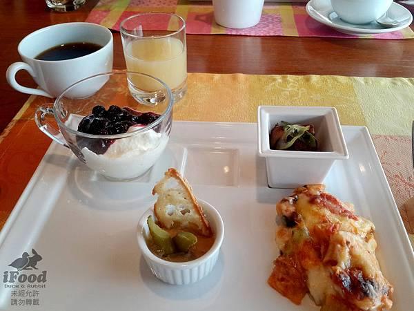 01_Breakfast-1.jpg