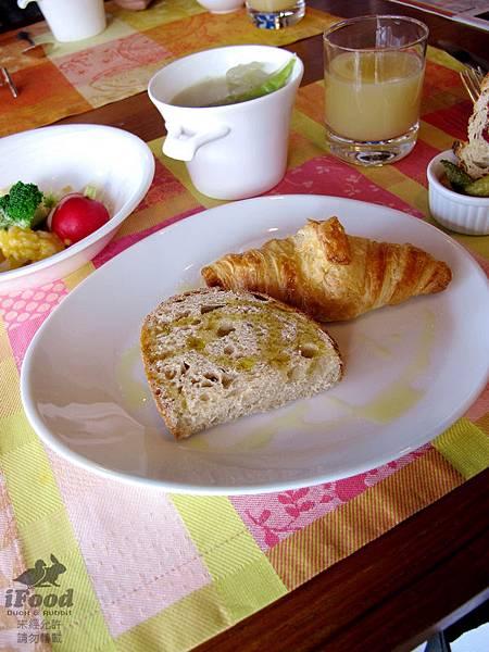 01_Breakfast-2.JPG