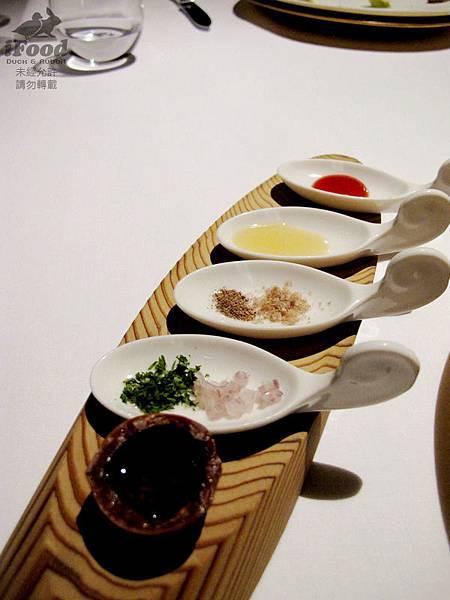 14_輕乳酪佐草莓醬+蘋果醬+胡椒+海鹽+細蔥+洋蔥+胡桃油-4.JPG